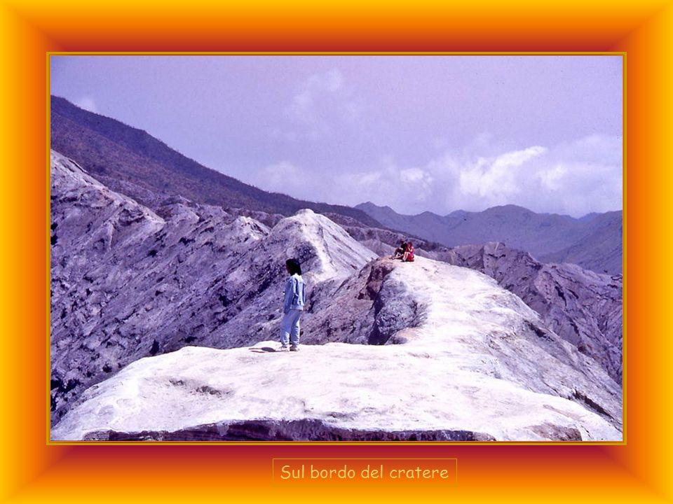 Sul bordo del cratere