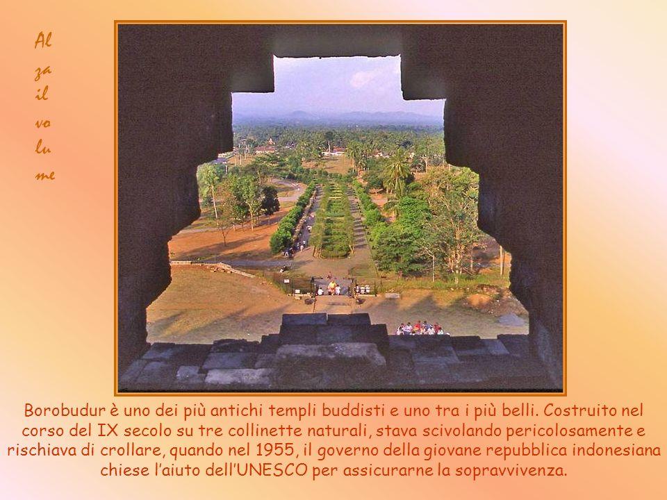 Borobudur è uno dei più antichi templi buddisti e uno tra i più belli.