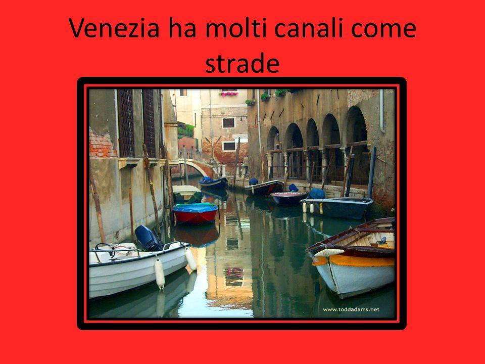 Venezia ha molti canali come strade