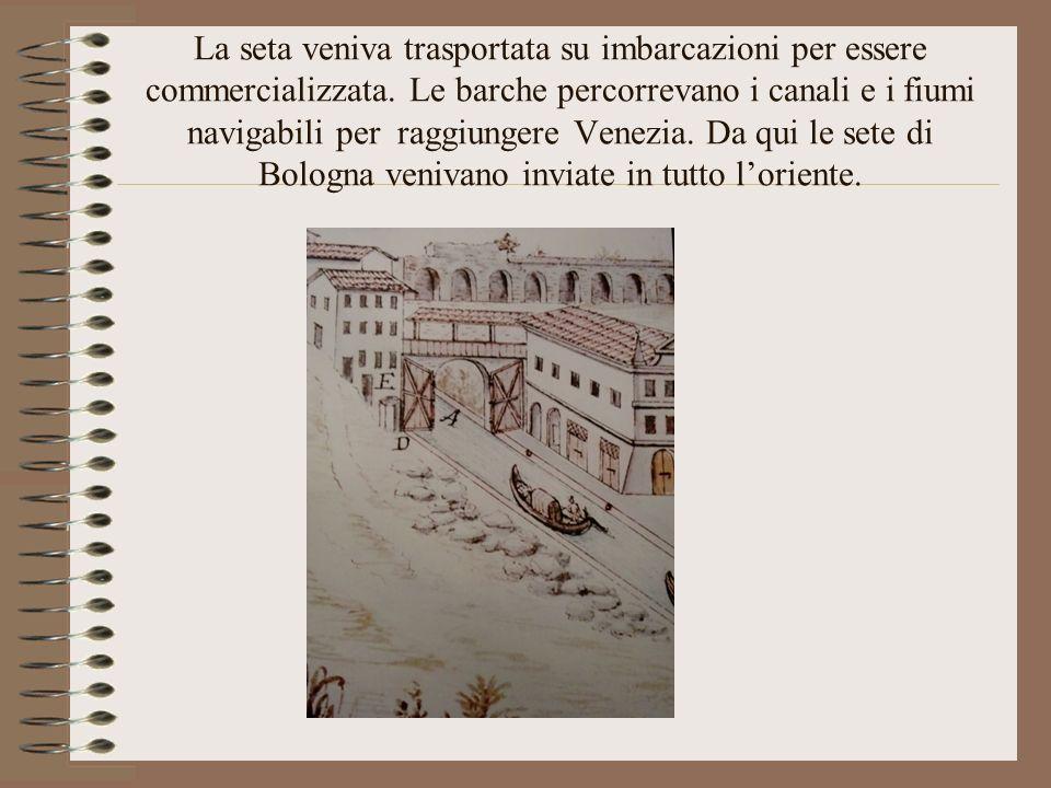 La seta veniva trasportata su imbarcazioni per essere commercializzata. Le barche percorrevano i canali e i fiumi navigabili per raggiungere Venezia.