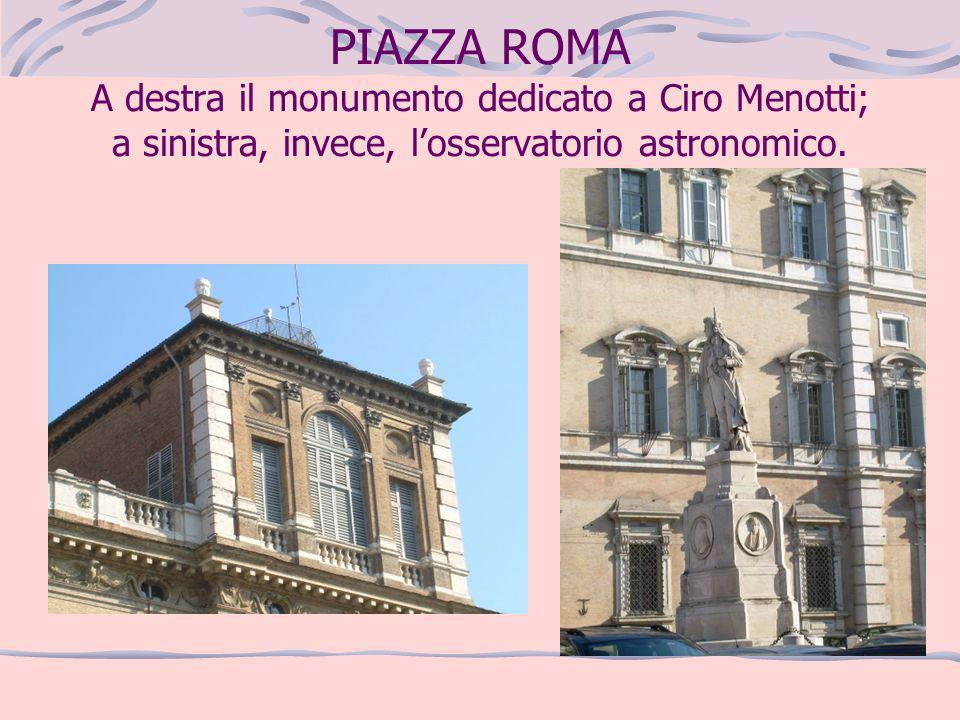 PIAZZA ROMA A destra il monumento dedicato a Ciro Menotti; a sinistra, invece, losservatorio astronomico.