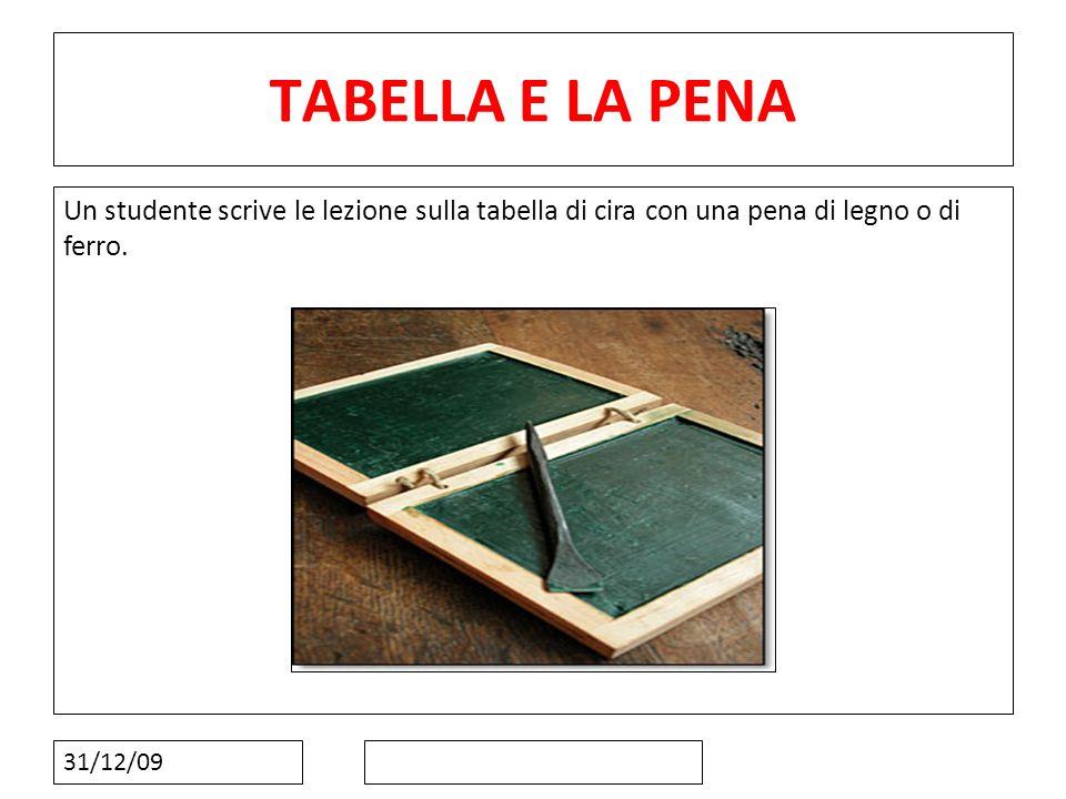 31/12/09 TABELLA E LA PENA Un studente scrive le lezione sulla tabella di cira con una pena di legno o di ferro.