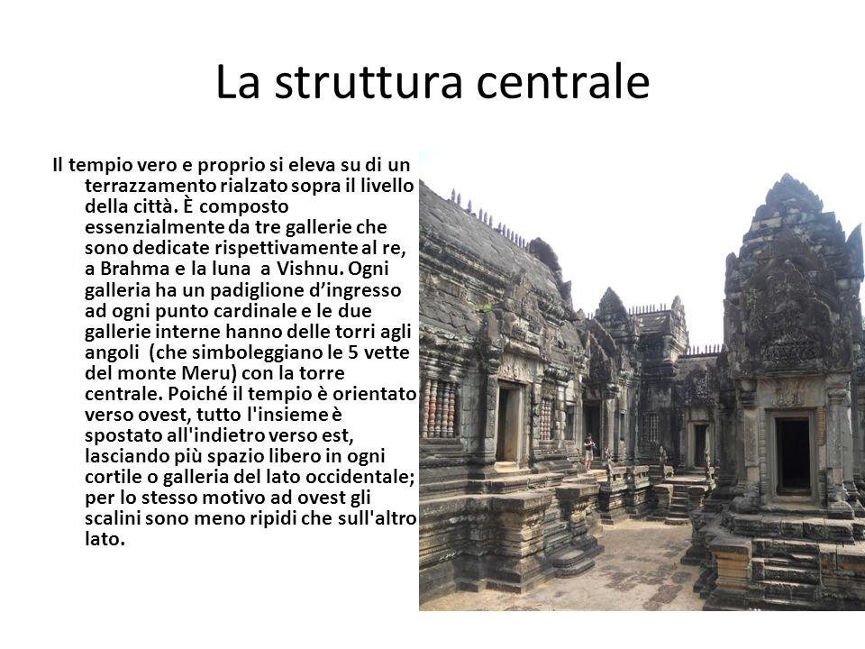 La struttura centrale Il tempio vero e proprio si eleva su di un terrazzamento rialzato sopra il livello della città. È composto essenzialmente da tre