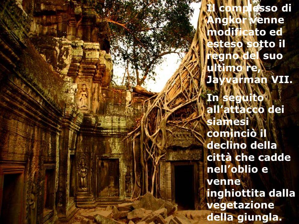 Il complesso di Angkor venne modificato ed esteso sotto il regno del suo ultimo re, Jayvarman VII. In seguito allattacco dei siamesi cominciò il decli