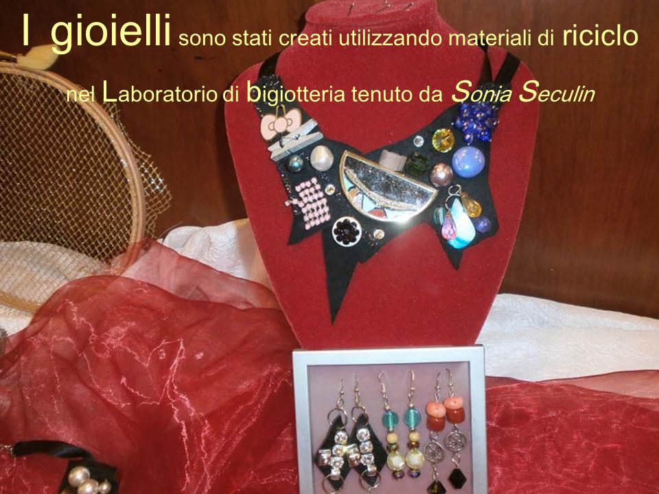 I gioielli sono stati creati utilizzando materiali di riciclo nel L aboratorio di b igiotteria tenuto da S onia S eculin