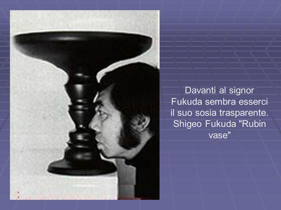 Davanti al signor Fukuda sembra esserci il suo sosia trasparente. Shigeo Fukuda