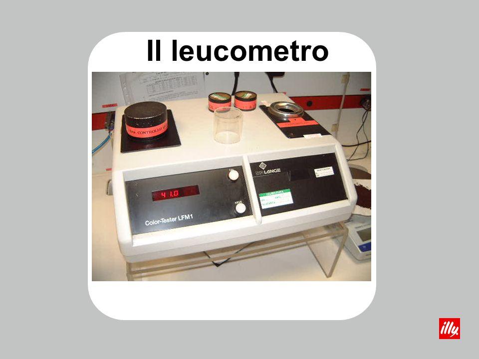 Un panel di degustatori abilitati assaggia i campioni di offerta ed esprime una valutazione sensoriale che completerà la scheda di valutazione contenente i risultati delle analisi chimico-fisiche.