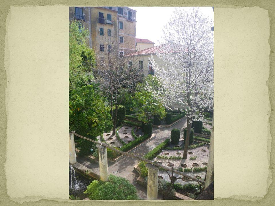 Il Giardino della Minerva si trova nel cuore del centro antico di Salerno. A partire dal XII secolo esso fu proprietà della famiglia Silvatico; il mae