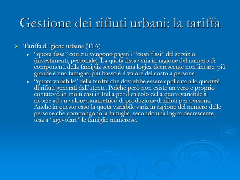 Gestione dei rifiuti urbani: la tariffa Tariffa di igiene urbana (TIA) Tariffa di igiene urbana (TIA) quota fissa con cui vengono pagati i costi fissi del servizio (investimenti, personale).