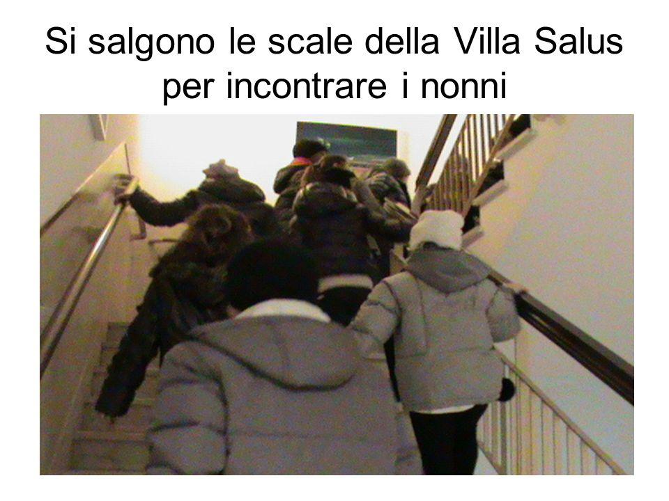 Si salgono le scale della Villa Salus per incontrare i nonni