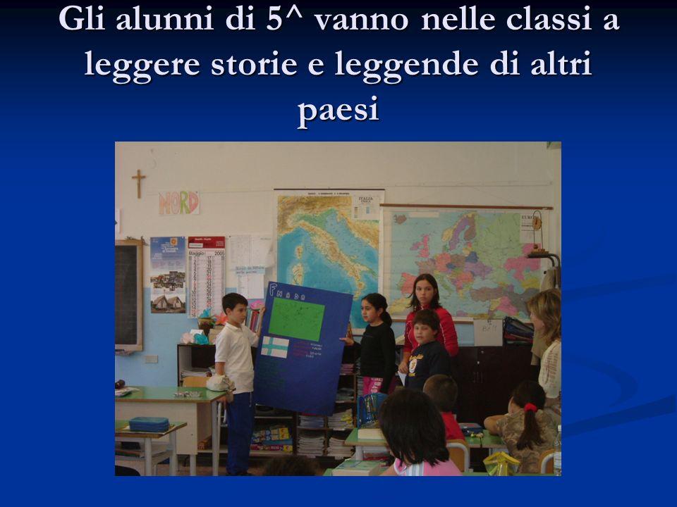 Gli alunni di 5^ vanno nelle classi a leggere storie e leggende di altri paesi