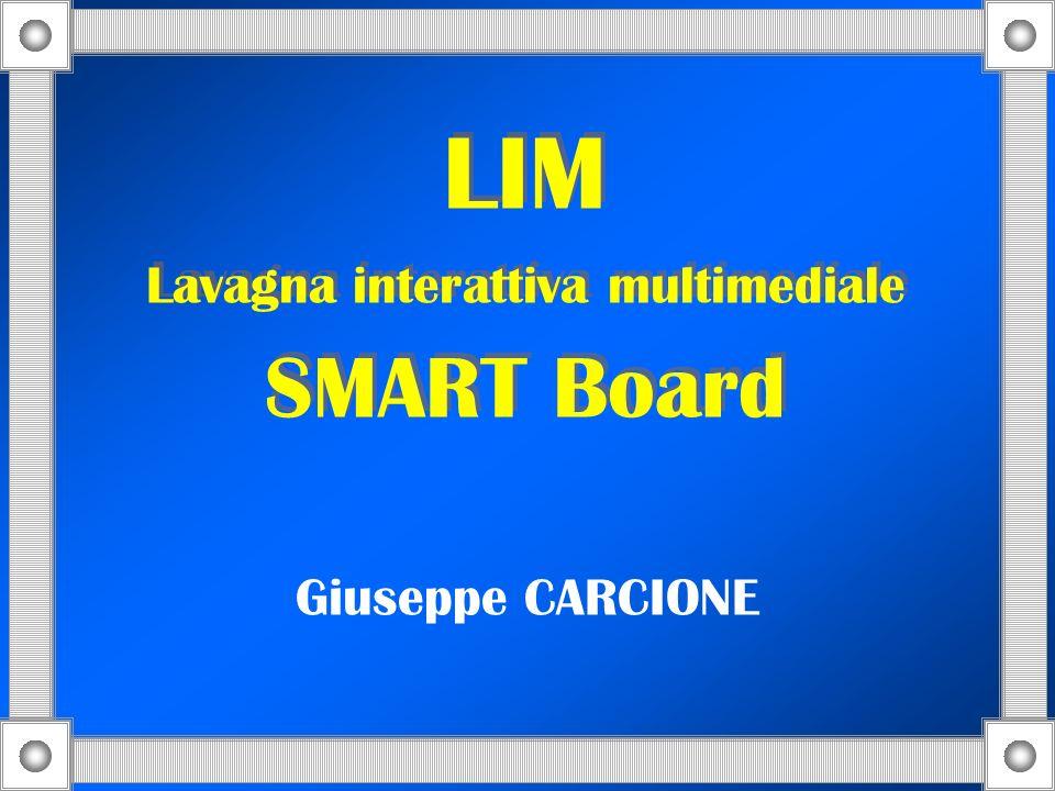 La lavagna interattiva SMART Board è dotata di un ampio schermo interattivo su cui si può esplorare un sito Web, presentare una lezione e fare un viaggio virtuale