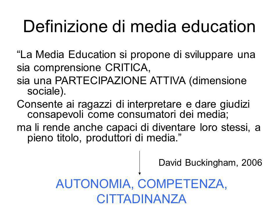 Definizione di media education La Media Education si propone di sviluppare una sia comprensione CRITICA, sia una PARTECIPAZIONE ATTIVA (dimensione soc