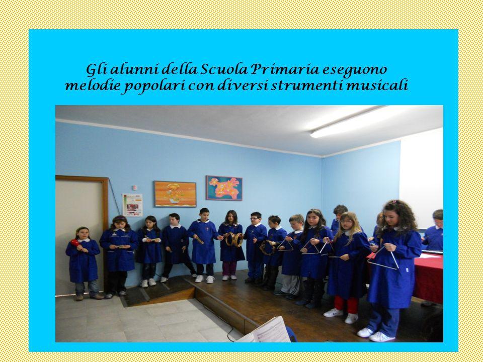 In occasione del Santo Natale, la classe II A del plesso Rizzo Marino presenta dei canti corali.