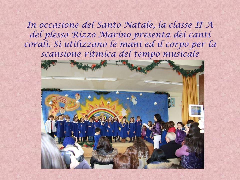 In occasione del Santo Natale, la classe II A del plesso Rizzo Marino presenta dei canti corali. Si utilizzano le mani ed il corpo per la scansione ri