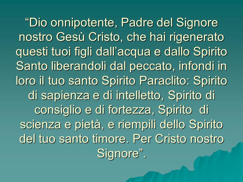 Il Vescovo poi stende le mani sul gruppo dei Cresimandi, gesto che, fin dal tempo degli Apostoli, è il segno del dono dello Spirito. Spetta al Vescovo