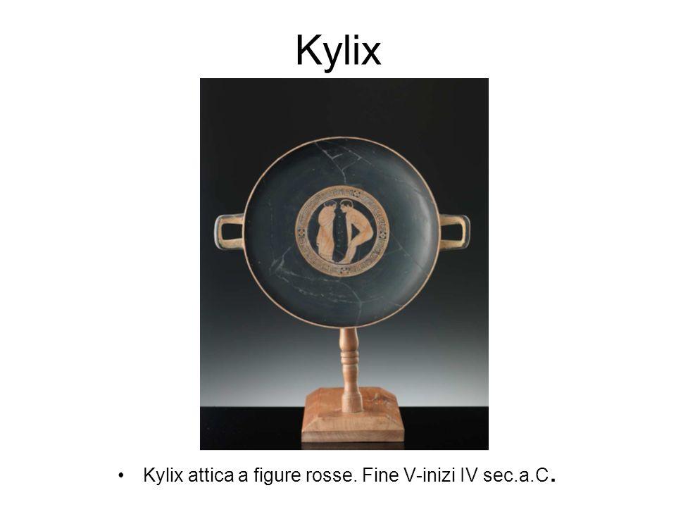 Kylix Kylix attica a figure rosse. Fine V-inizi IV sec.a.C.