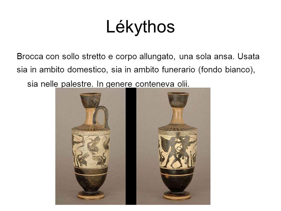 Lékythos Brocca con sollo stretto e corpo allungato, una sola ansa. Usata sia in ambito domestico, sia in ambito funerario (fondo bianco), sia nelle p