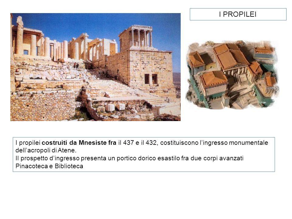I propilei costruiti da Mnesiste fra il 437 e il 432, costituiscono lingresso monumentale dellacropoli di Atene. Il prospetto dingresso presenta un po