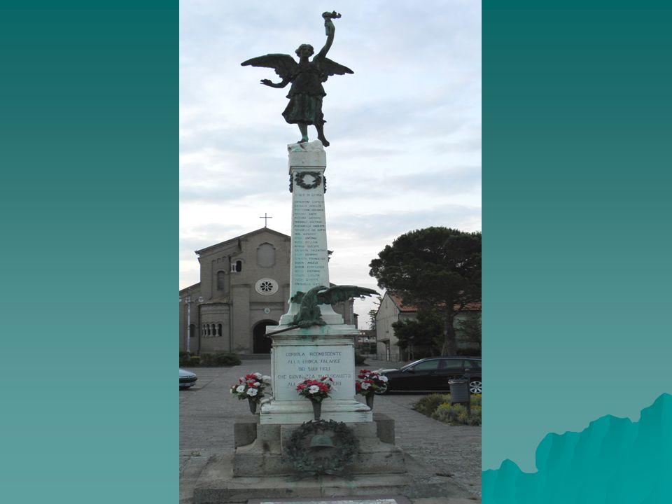 Sulla scia di questa volontà commemorativa anche nel nostro Paese, nella piazza antistante la chiesa parrocchiale, venne eretto un monumento per ricordare i soldati caduti.