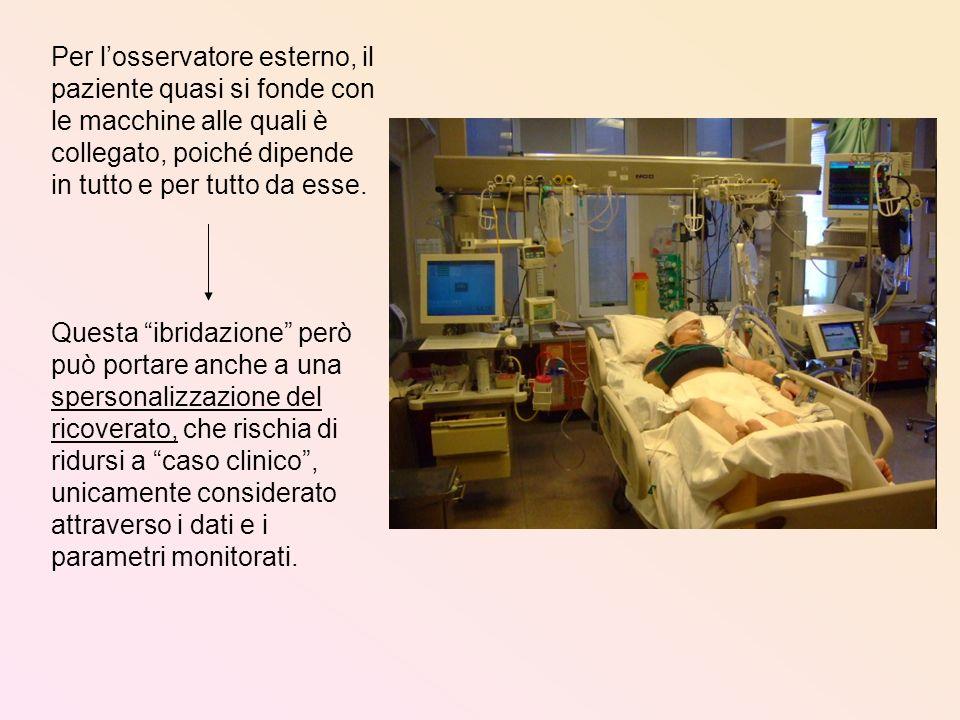 Per losservatore esterno, il paziente quasi si fonde con le macchine alle quali è collegato, poiché dipende in tutto e per tutto da esse. Questa ibrid