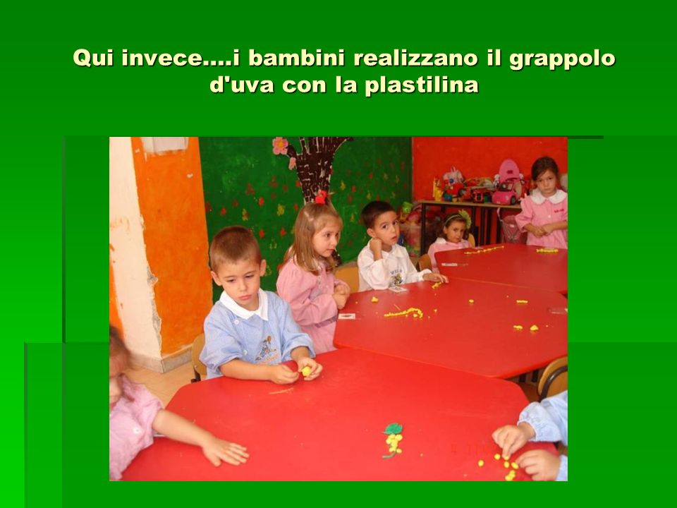 Qui invece….i bambini realizzano il grappolo d'uva con la plastilina