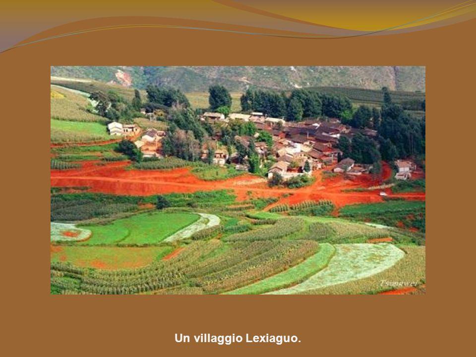 Questo luogo sacro è la parte più particolare della terra. Per promuovere il turismo, è stato chiamato Lexiaguo, che significa luogo dove si osservano