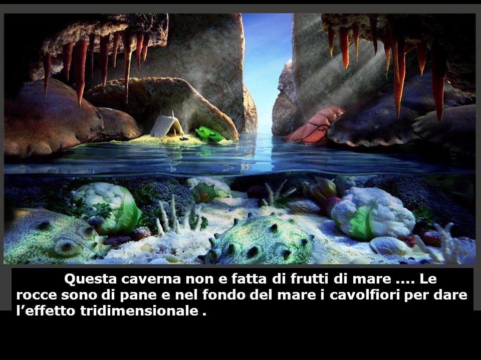 Questa caverna non e fatta di frutti di mare.... Le rocce sono di pane e nel fondo del mare i cavolfiori per dare leffetto tridimensionale.
