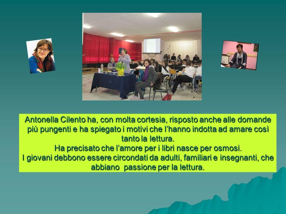 Antonella Cilento ha, con molta cortesia, risposto anche alle domande più pungenti e ha spiegato i motivi che lhanno indotta ad amare così tanto la lettura.