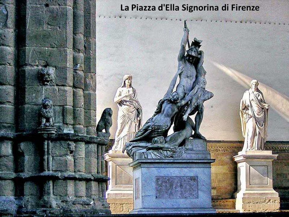 La Fontaine en fond de la Place del Campo
