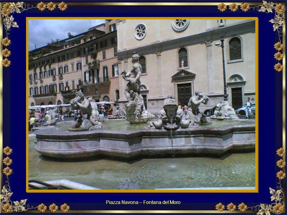 Piazza Navona – Fontana del Nettuno Piazza Navona – Fontanna Neptuna