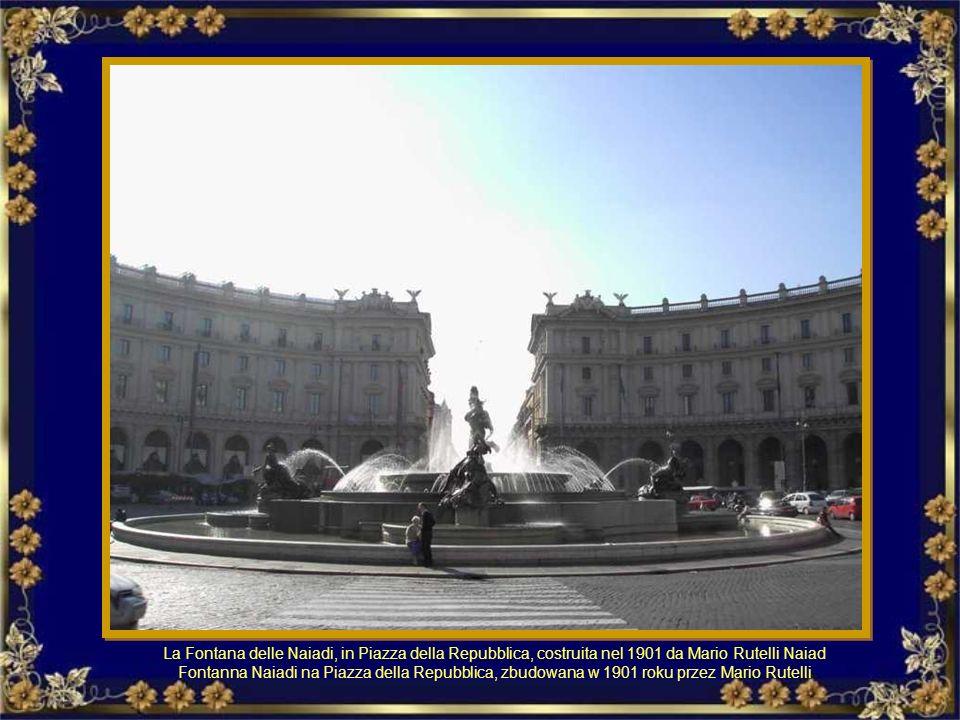 Piazza San Pietro è decorata da due grandi fontane i cui getti cadono in due grandi tazze monolitiche di granito orientale ricavate da monumenti roman
