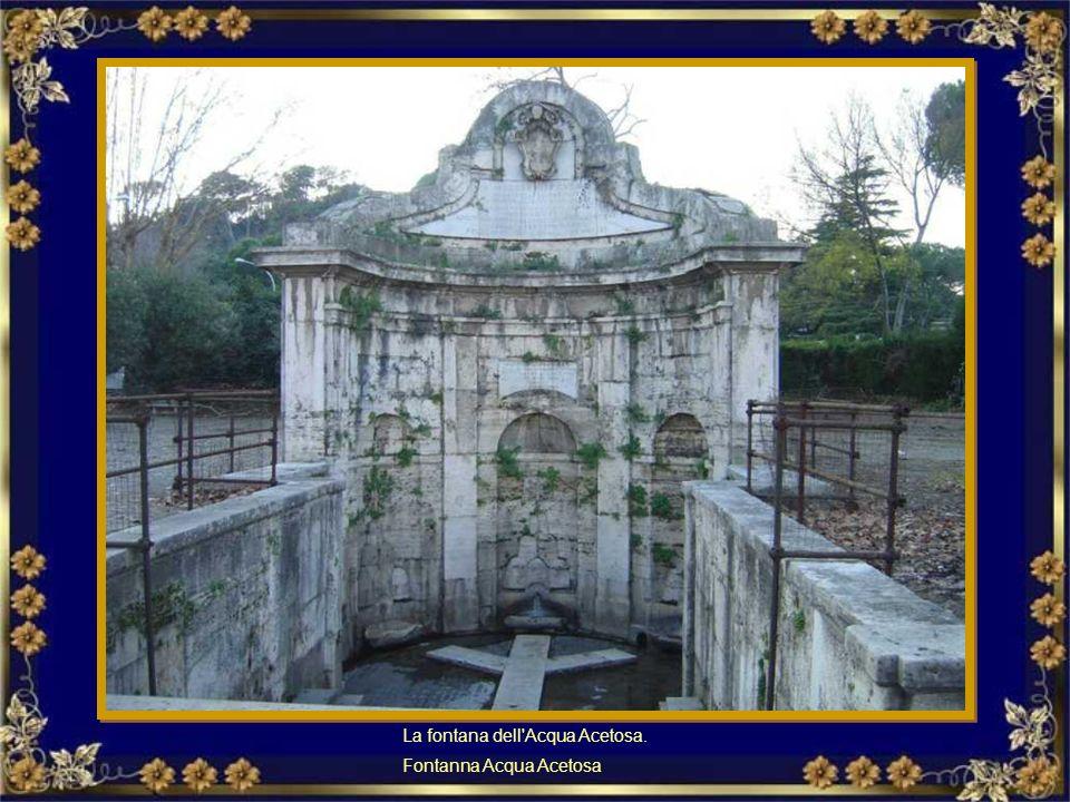 Una fontana curiosa è quella del Babuino: in via del Babuino.Fu una delle statue parlanti Interesująca fontanna Babuino przy via del Babuino
