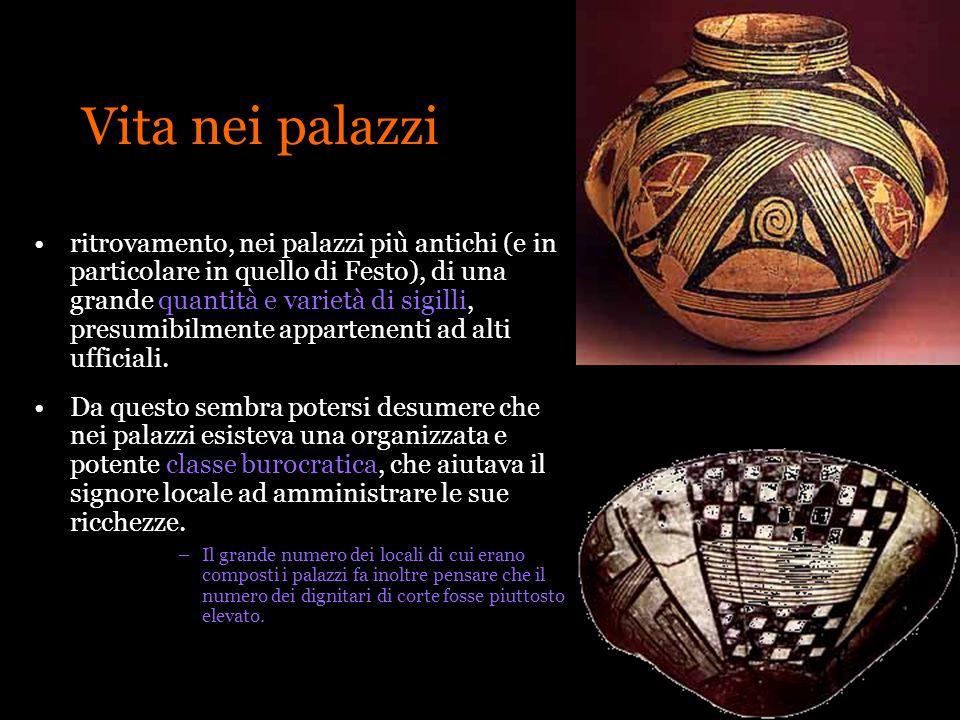 Vita nei palazzi ritrovamento, nei palazzi più antichi (e in particolare in quello di Festo), di una grande quantità e varietà di sigilli, presumibilm