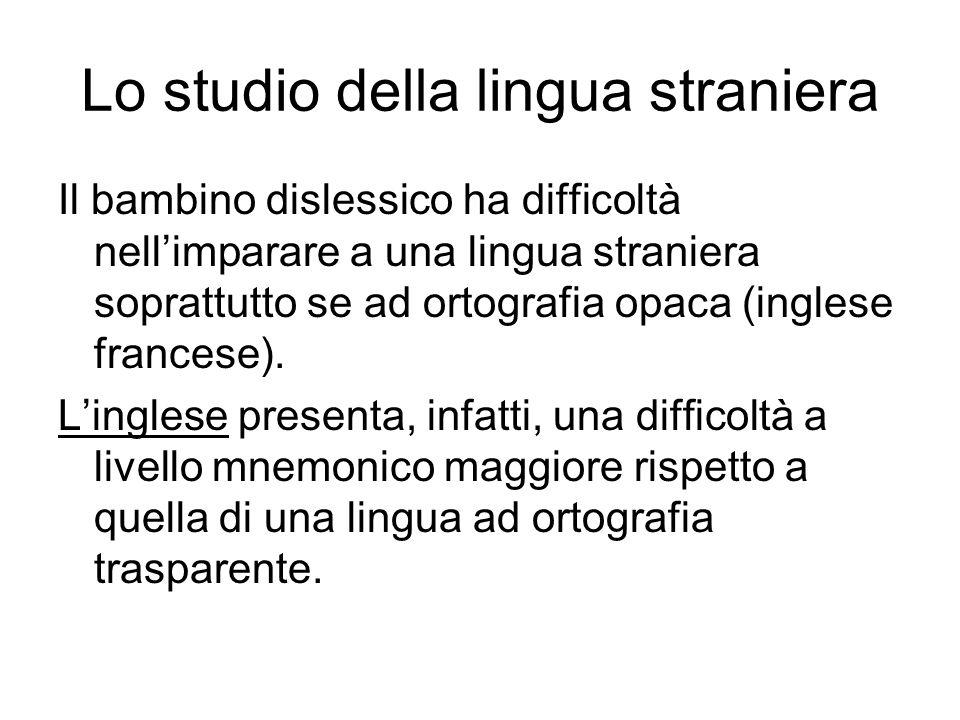 Lo studio della lingua straniera Il bambino dislessico ha difficoltà nellimparare a una lingua straniera soprattutto se ad ortografia opaca (inglese f