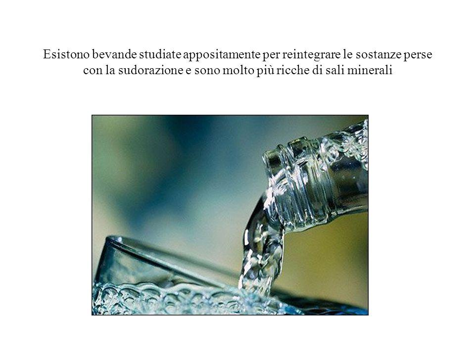 Esistono bevande studiate appositamente per reintegrare le sostanze perse con la sudorazione e sono molto più ricche di sali minerali