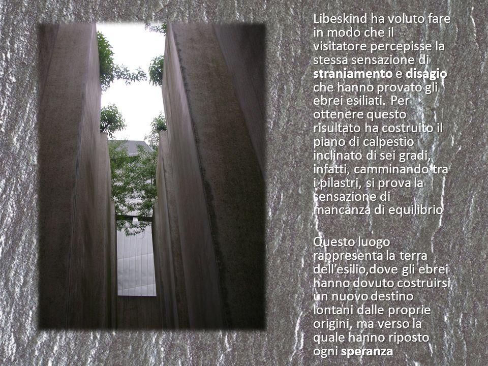 Libeskind ha voluto fare in modo che il visitatore percepisse la stessa sensazione di straniamento e disagio che hanno provato gli ebrei esiliati. Per