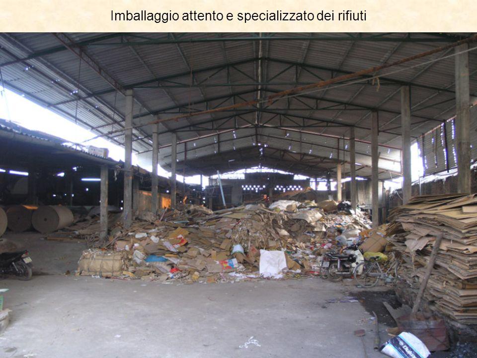 Imballaggio attento e specializzato dei rifiuti