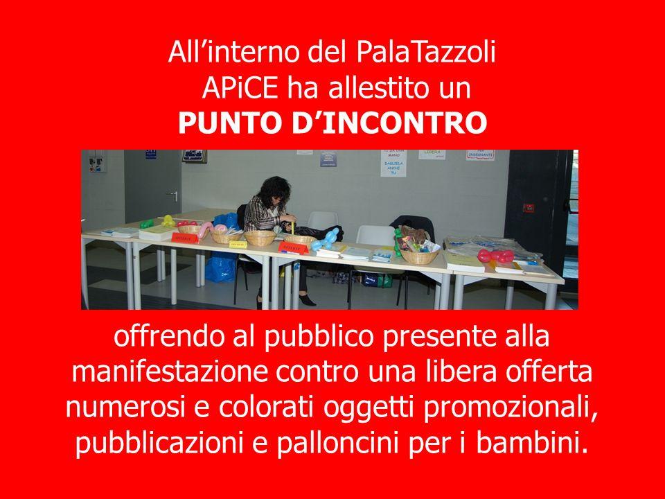 Allinterno del PalaTazzoli APiCE ha allestito un PUNTO DINCONTRO offrendo al pubblico presente alla manifestazione contro una libera offerta numerosi e colorati oggetti promozionali, pubblicazioni e palloncini per i bambini.