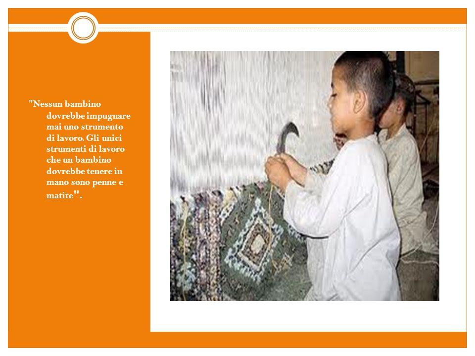 Iqbal Masih, bambino Pakistano,a causa di un debito di 16 dollari contratto dalla propria famiglia nei confronti di un commerciante di tappeti, è costretto a lavorare dallalba al tramonto in un laboratorio per la tessitura di tappeti in condizioni disumane insieme ad altri bambini.
