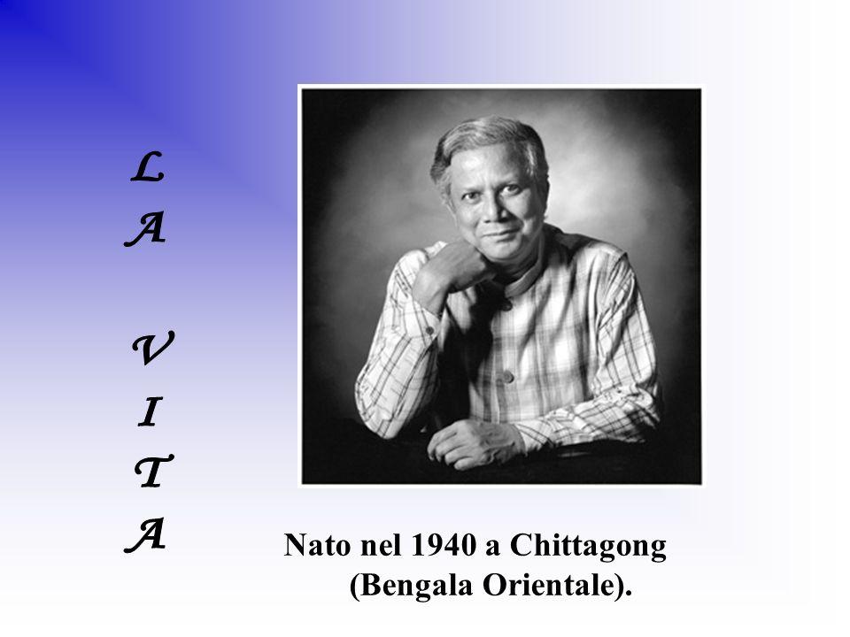 Nato nel 1940 a Chittagong (Bengala Orientale).
