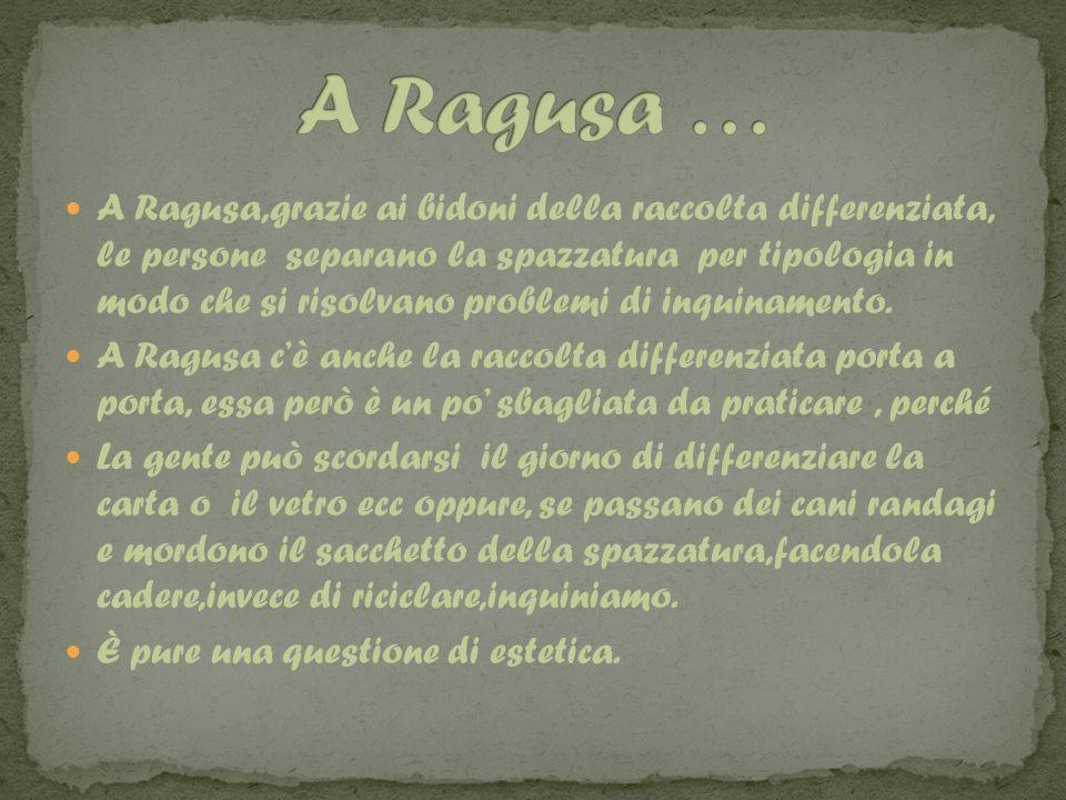 A Ragusa,grazie ai bidoni della raccolta differenziata, le persone separano la spazzatura per tipologia in modo che si risolvano problemi di inquinamento.