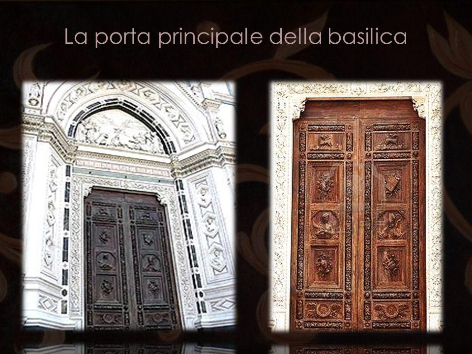 La porta principale della basilica