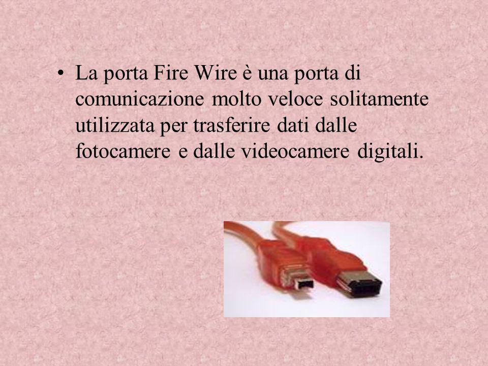 La porta Fire Wire è una porta di comunicazione molto veloce solitamente utilizzata per trasferire dati dalle fotocamere e dalle videocamere digitali.