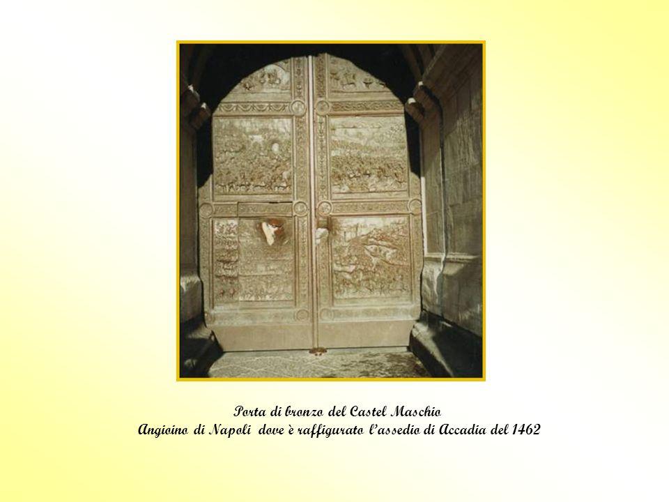 Porta di bronzo del Castel Maschio Angioino di Napoli dove è raffigurato lassedio di Accadia del 1462