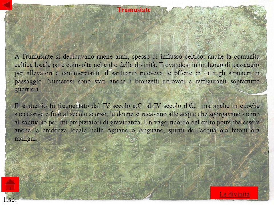 A Trumusiate si dedicavano anche armi, spesso di influsso celtico: anche la comunità celtica locale pare coinvolta nel culto della divinità.