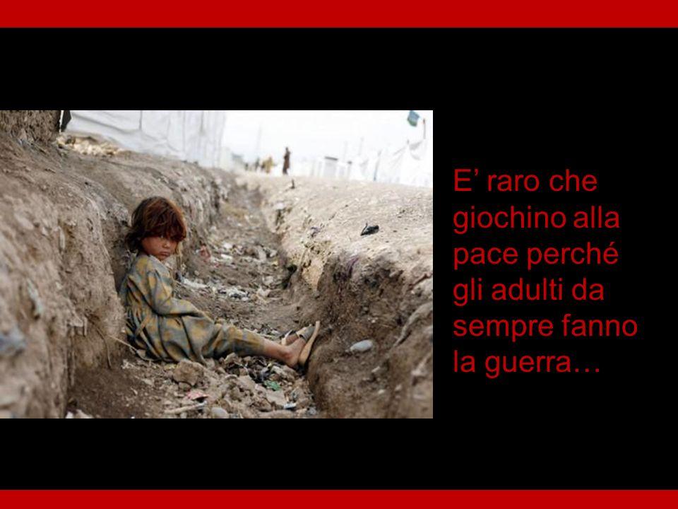 I bambini giocano alla guerra