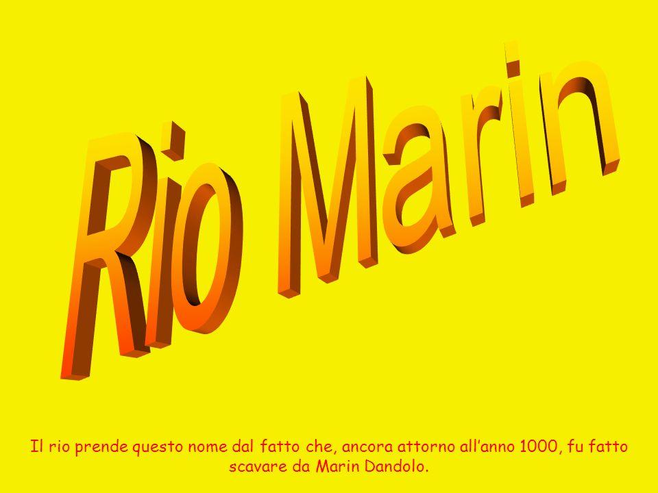Il rio prende questo nome dal fatto che, ancora attorno allanno 1000, fu fatto scavare da Marin Dandolo.