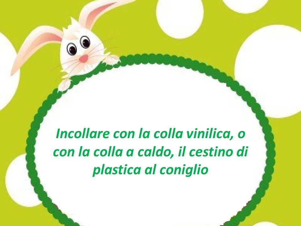Incollare con la colla vinilica, o con la colla a caldo, il cestino di plastica al coniglio