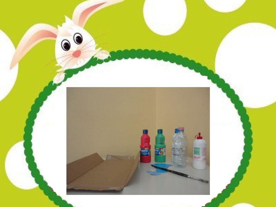 Tagliare la bottiglietta di plastica in modo da creare un cestino e dipingerla con la tempera